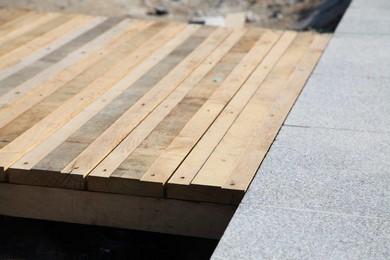 Platelages sur sol ferme marcanterra bois et plantes ouvrages ext rieurs en m tal et en bois - Bande antiderapante escalier ...
