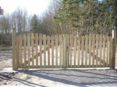 Barri res portails portiques d 39 acc s marcanterra bois et plantes ouvrages ext rieurs en - Barriere en palette ...