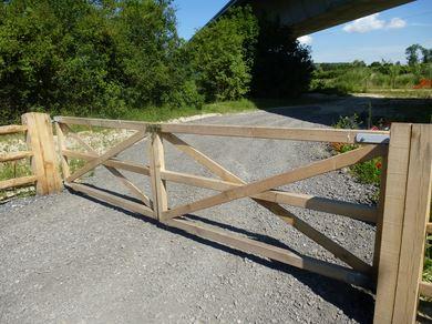 Barri res portails portiques d 39 acc s marcanterra bois for Barriere en bois exterieur